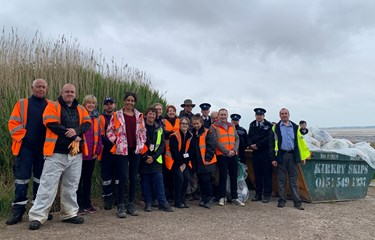 SLH volunteer at Shoreline Clean-up event